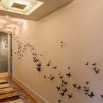 необычное оформление стен в коридоре