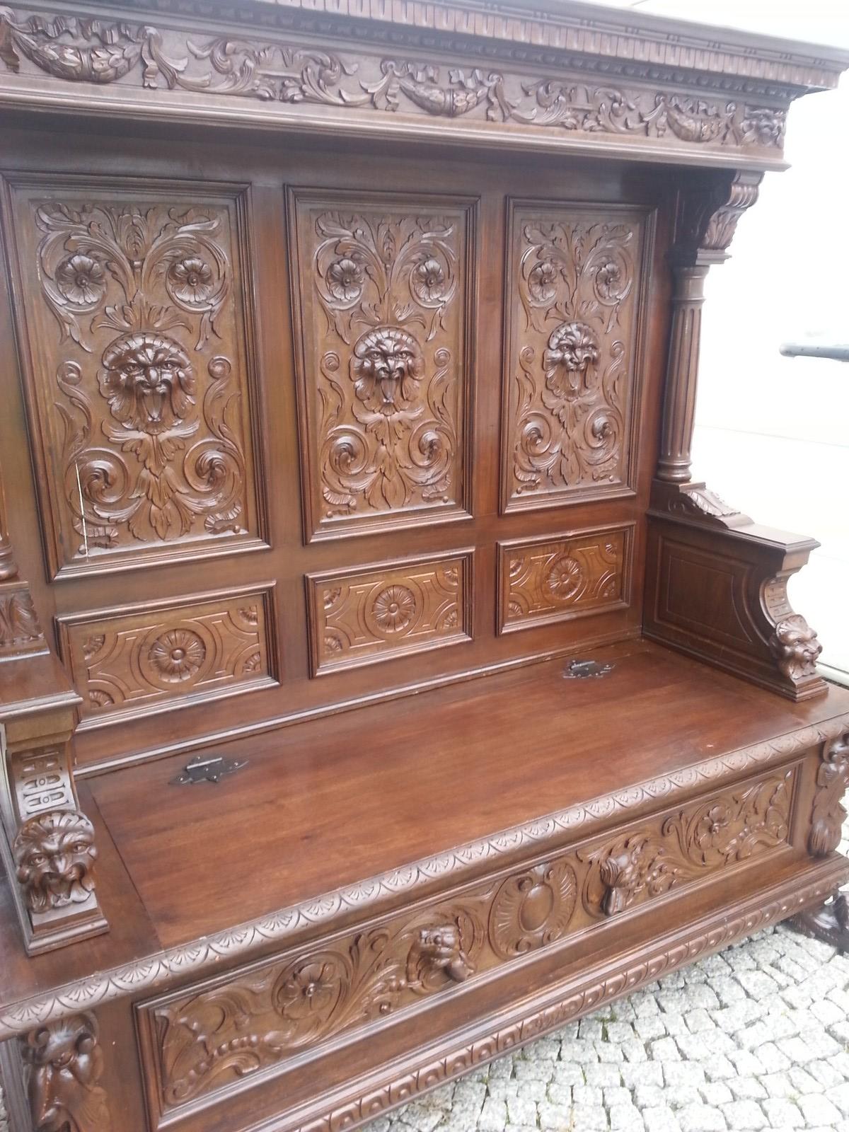Резьба мебели в прихожей