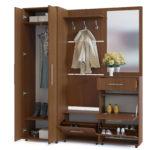 Большой деревянный шкаф -вешалка для прихожей.
