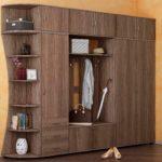 Деревянный шкаф-вешалка в прихожую.