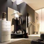 черная стена в комнате