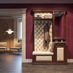 Комплекс мебели с каретной стяжкой в коридор.