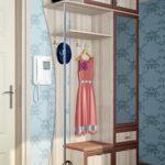 Компактный шкаф-вешалка в коридор.