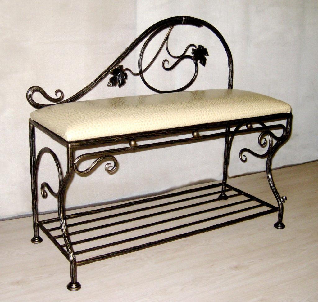 кованная металлическая скамейка