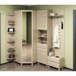 Минималистический светлый шкаф-вешалка в коридор.