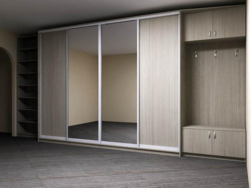 Фото широкого зеркального шкафа-купе в коридор.