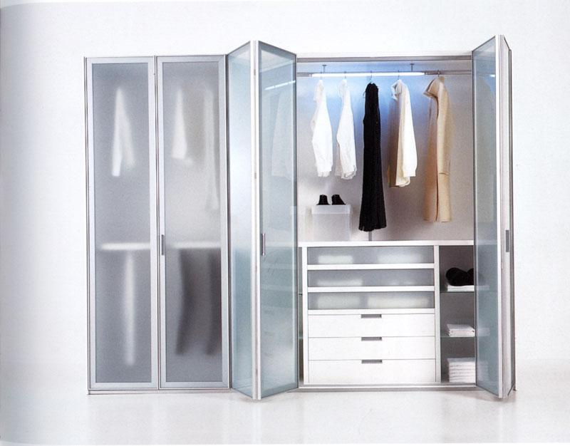 Дверцы из стекла в шкафе гармошке