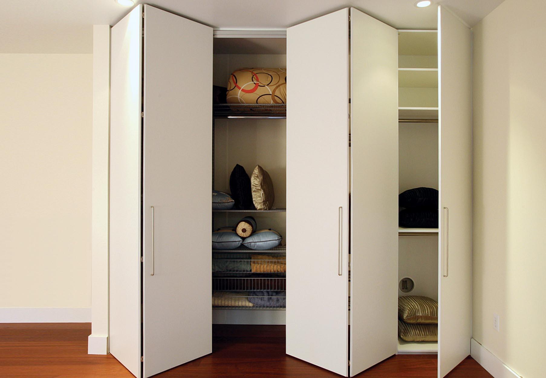 Экономность места с помощью шкафа гармошки