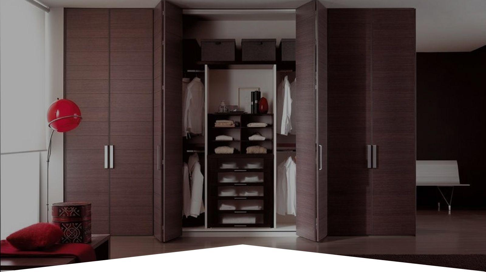 Шкаф гармошка в интерьере прихожей