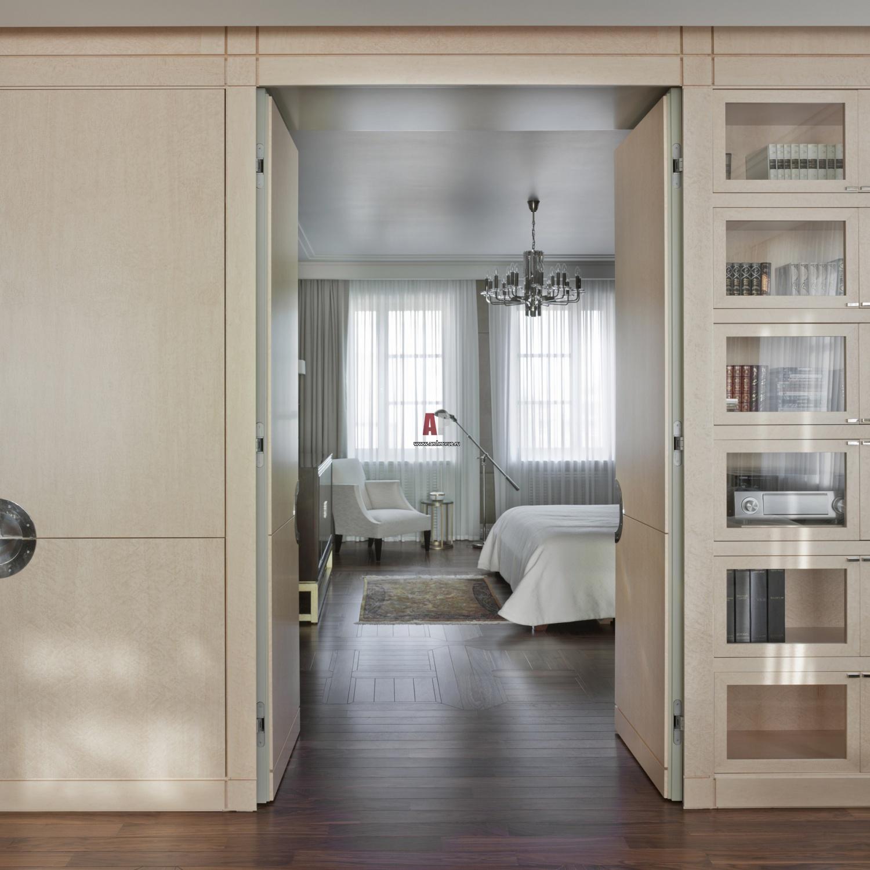 Шкаф перегородка с распашными дверями