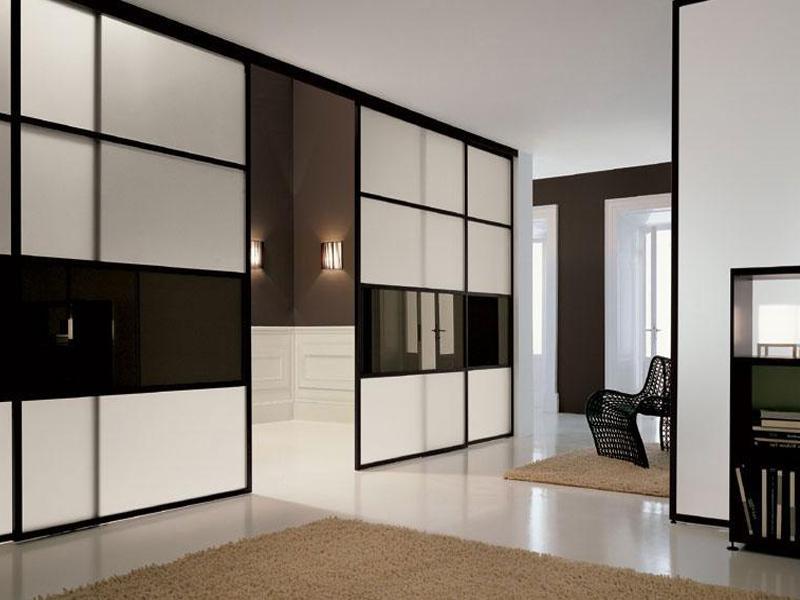 Шкаф с раздвижными дверями в стиле хайтек