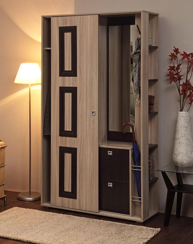 Скандинавский узкий шкаф с зеркалом.