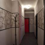 Светлые фотообои в коридор.
