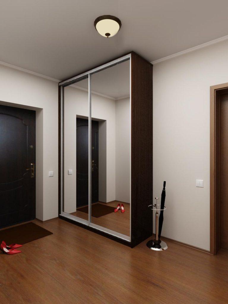 Темный узкий шкаф-купе в коридор с зеркалами.