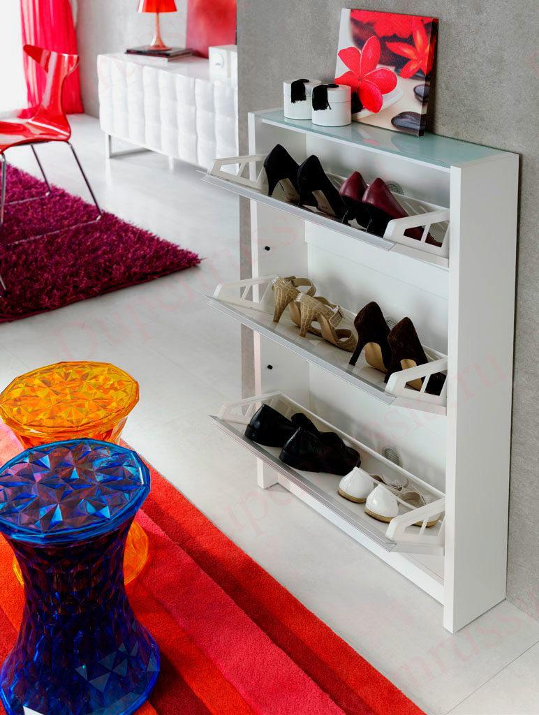 Узкий шкаф для обуви.