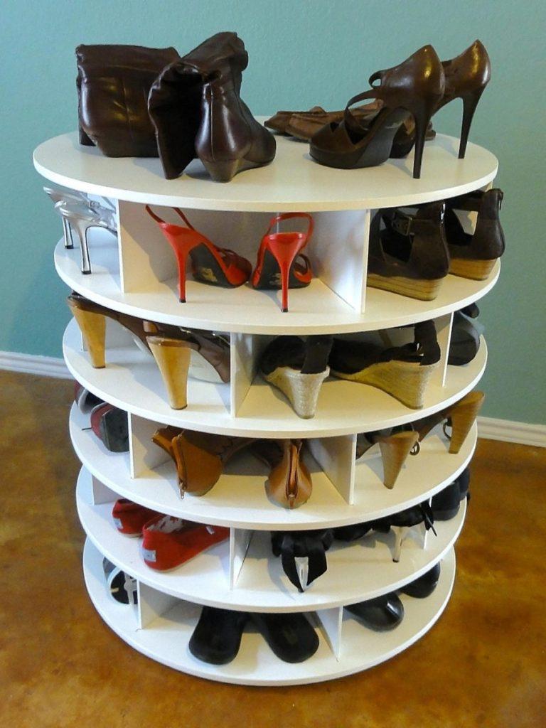 Вращающаяся тумба для обуви.