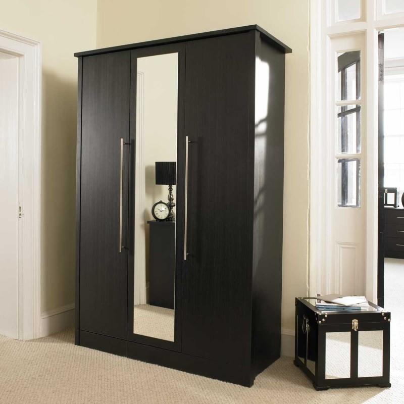 черный деревянный шкаф