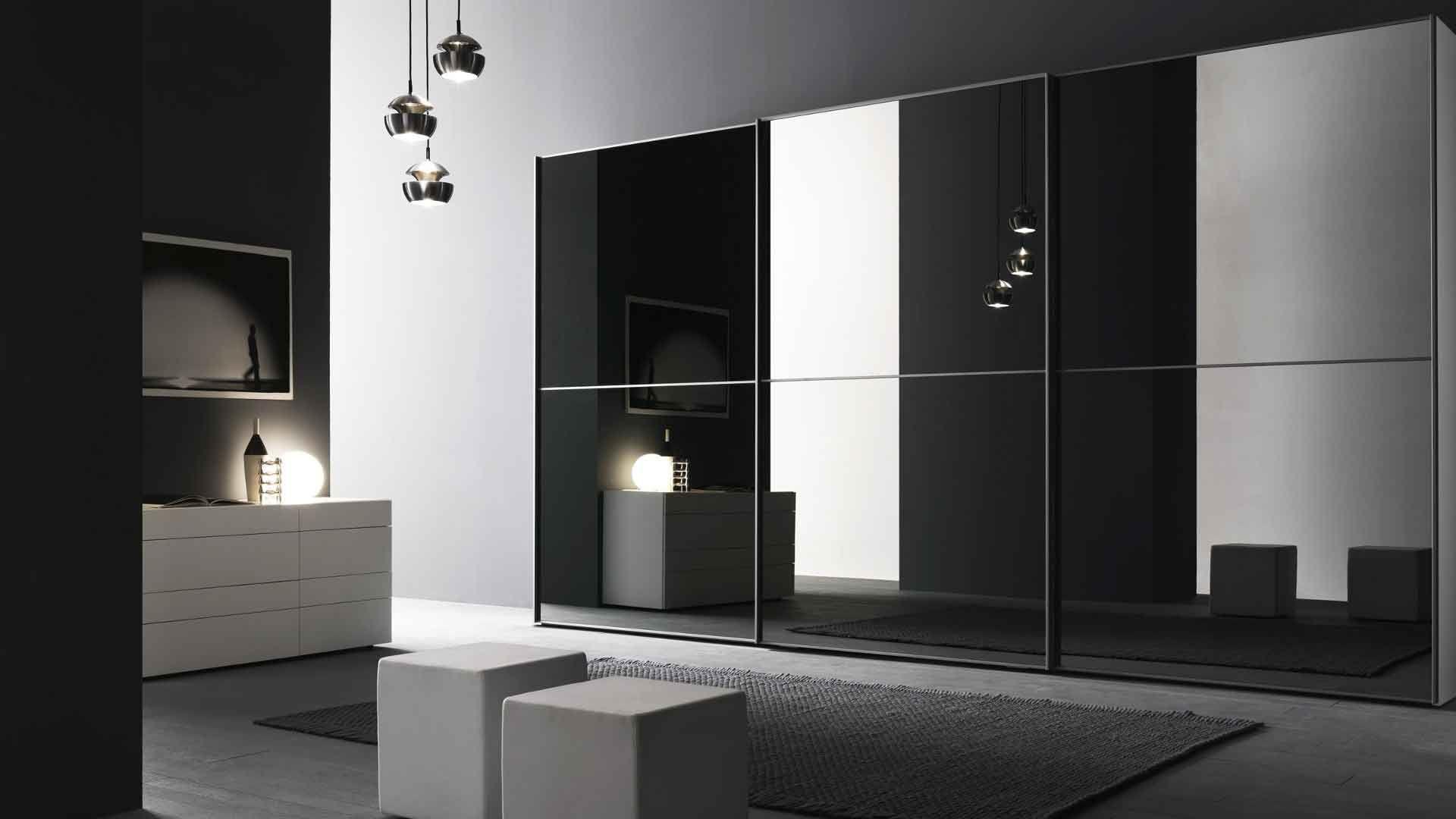 Черный глянцевый шкаф в интерьере