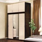 Раздвижные двери в шкафу