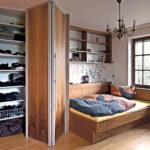 шкаф-гармошка из хорошего дерева