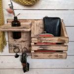 деревянная ключница с полочкой и вазой