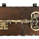 ключница в виде большого ключа