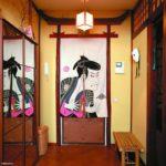 японский стиль с лавочкой в коридоре
