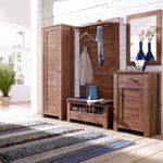 дубовая мебель в комнате