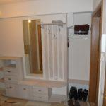 mебель для прихожей с узким коридором