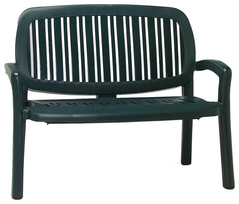 Пластиковая скамейка в прихожую