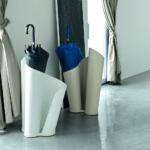 подставка для зонтов в доме