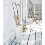 зонтница на балконе