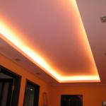 парящий потолок в прихожей-