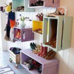 разноцветные полки для обуви