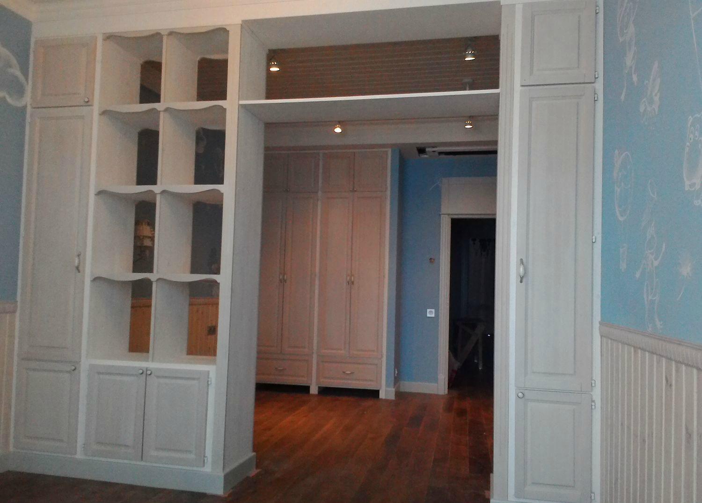 Шкаф-перегородка с дверью