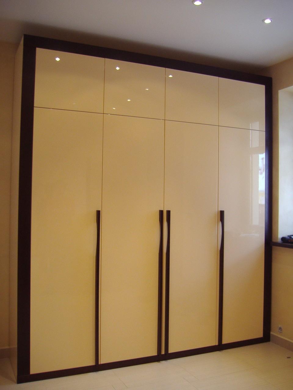 вместительный шкаф с антресолями