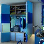 шкаф-гармошка в комнате для мальчика
