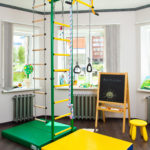 шведская стена в детской с матами
