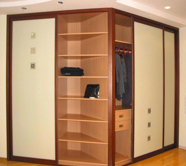 полуоткрытый шкаф-купе