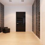 стиль минимализм в прихожей с черными дверями