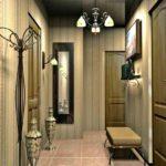 дизайн прихожей комнаты с узким коридором и полосатыми обоями