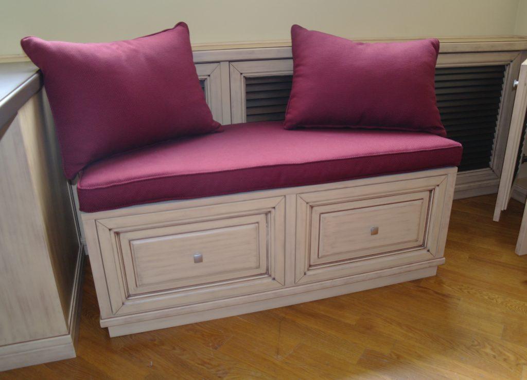 обувница с мягким сиденьем розового цвета