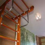 турник с лестнице в доме