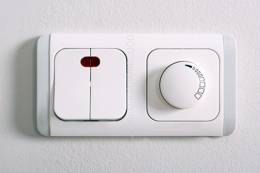выключатель в доме.