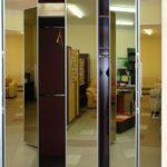 зеркальный шкаф-гармошка в прихожей