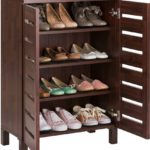 Деревянный вместительный шкаф для обуви в прихожую.