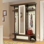Шкаф в классическом стиле из дерева и кожи