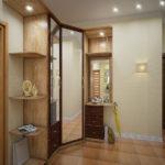 Светлый угловой шкаф в просторной прихожей