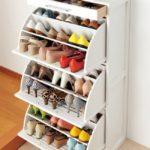 Вместительный шкаф для обуви.