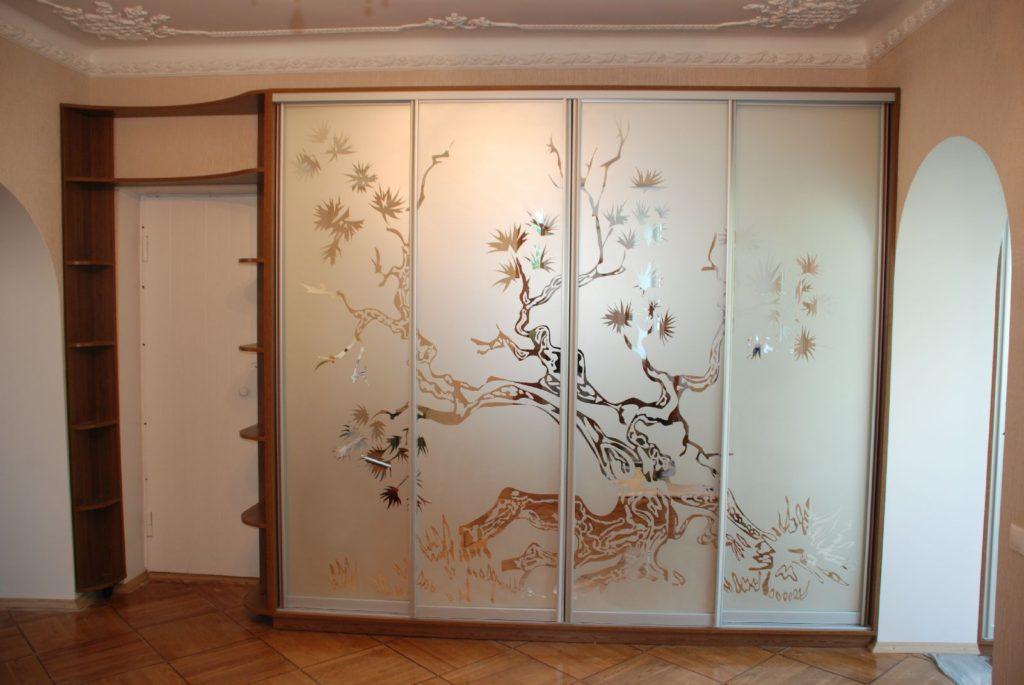 шкаф купе с растительным рисунком
